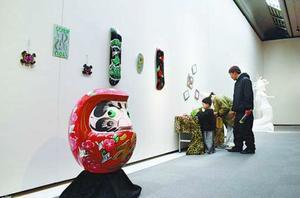 個性豊かな作品が並ぶ会場=徳島市の県立近代美術館