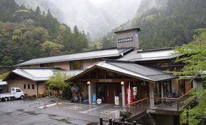 初夏の木沢を満喫する「新緑祭」を開く四季美谷温泉=那賀町横谷