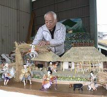 ひな人形を並べ、山間部での農作業の風景を表現する折目さん=つるぎ町貞光