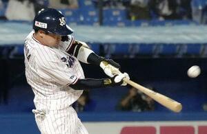 6回ヤクルト無死一塁、山田が左越えに、この試合2本塁打目となる31号2ランを放つ=神宮