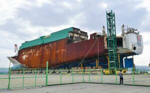 引き揚げられた旅客船セウォル号=2020年10月、韓国・木浦(共同)
