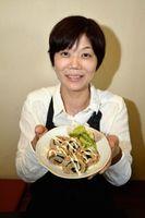 「阿波尾鶏の渦潮ミートローフ」を全国マヨ1GPに出品する浜口さん=松茂町中喜来の「小鮎」