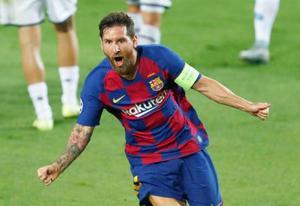 ナポリ戦でチーム2点目を決め喜ぶバルセロナのメッシ=バルセロナ(AP=共同)
