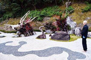 城満寺に新しく完成した石庭=海陽町吉田