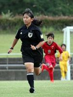 県内高校生で初めて2級審判員に合格した大嶽さん=8月28日、徳島市球技場