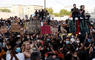 フランスでも警察の暴力に抗議