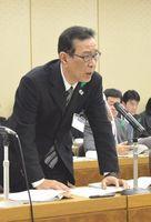 環境対策特別委員会で未通知問題について説明する楠本副部長=6日午前、県議会棟