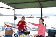 海に浮かぶ絶景筏で優雅にフィッシング&バーベキュー三昧 徳島・鳴門のアオアヲ ナルト リゾートが「手ぶら」プラン