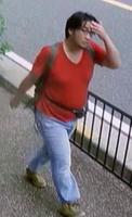 JR宇治駅付近の歩道で防犯カメラに写った青葉真司容疑者=7月16日、京都府宇治市