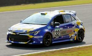 豊田章男社長も運転し耐久レースに参戦した、トヨタ自動車が開発中の水素を燃やして走るエンジン車=31日午後、大分県日田市の「オートポリス」