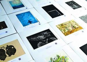 アワガミ国際ミニプリント展の入賞作品。今回は過去最多の1612点の応募があった