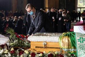 セルビア正教会の総主教の葬儀に参列したブチッチ大統領=22日、ベオグラード(ロイター=共同)