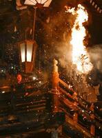 東大寺二月堂で始まった「お水取り」で、お堂の舞台に浮かび上がるたいまつの炎=1日夜、奈良市
