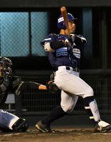 徳島対香川 3回、先頭の徳島吉田が右翼席へプロ初本塁打を放ち2―0とする=JAバンク徳島スタジアム