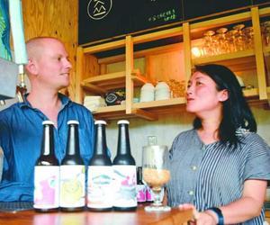 夫婦で醸造所を経営するマヌスさんとあべさん=神山町神領