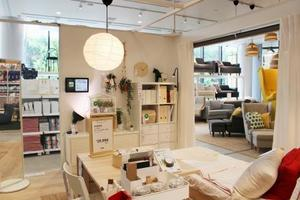 「イケア原宿」の家具などが置かれた売り場=4日、東京都渋谷区