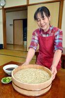 地元産小麦で作ったたらいうどん=阿波市土成町宮川内の平谷屋