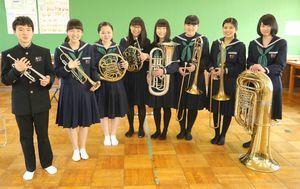 金賞を受賞した城東中の金管チーム=徳島市の同校