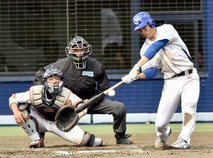 徳島対愛媛 徳島7回裏、4安打目となる左越え二塁打を放ったジェフン=アグリあなんスタジアム