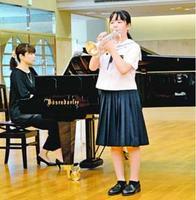 金管部門で課題曲を演奏する出場者=徳島市の徳島文理大