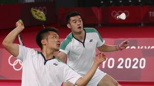 バドミントン男子ダブルス決勝で中国ペアと対戦する台湾ペア=31日、武蔵野の森総合スポーツプラザ(ロイター=共同)