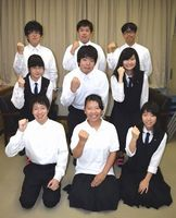 エキサイティング・サマー・イン・ワジキの運営に協力する那賀高生=同校