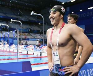 男子200メートル個人メドレー準決勝のレースを終え、笑顔で引き揚げる瀬戸大也。決勝進出を決めた=東京アクアティクスセンター