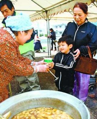 タケノコ使った「活竹鍋」人気 新野たけのこまつり