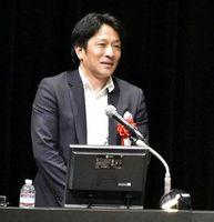 組織内でのコミュニケーションの大切さを話す原監督=徳島市のあわぎんホール
