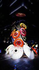 都心のオフィス街彩る「和傘タワー」 徳島・美馬市の…