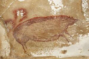 4万5千年以上前に描かれたとみられるイノシシの洞窟壁画。その左に人の手のような絵も見える(研究チーム提供)