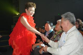 加藤登紀子さん、サハリンで公演