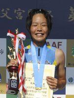 女子400メートル障害決勝で59秒00の県新記録をマークして優勝した徳島市立高の大地彩央里=三重県伊勢市の三重交通Gスポーツの杜伊勢