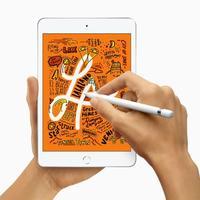18日、米アップルが発売した新型「iPad mini」