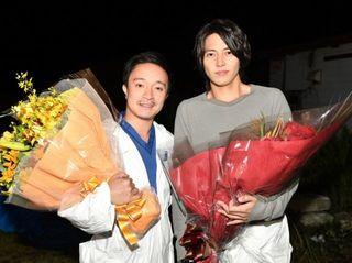 """山下智久、""""助手""""濱田岳とクランクアップ「一生忘れないドラマになりました」"""