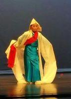 韓国の伝統舞踊を披露する濱田さん=7月11日、米ニューヨーク(金さん提供)