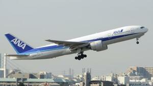 全日空の旅客機=2012年、大阪空港