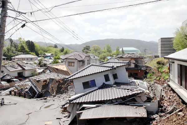 甚大な揺れで多くの住宅が倒壊した益城町寺迫地区(2016年4月17日に林さん撮影)
