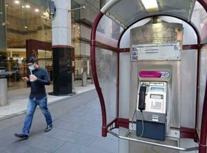 オーストラリア・シドニー中心部にある公衆電話=3日(共同)