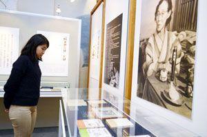 三田華子や作品「阿波狸列伝」を紹介した収蔵品展=徳島市中前川町2の県立文学書道館