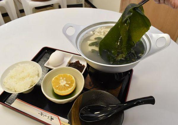 2月3日から提供する「ワカメしゃぶしゃぶ定食」=小松島市和田島町の「網元や」