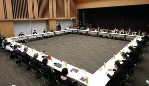 緊急事態宣言の一部解除に向け開催された有識者の意見を聞くための諮問委員会=14日午前、東京都千代田区