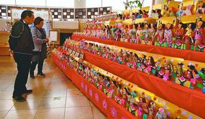 園児が作ったひな人形の作品展=つるぎ町貞光の道の駅・貞光ゆうゆう館
