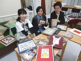 合同で書道展を開く(左から)石川さん、糀さん、田村さん=徳島市東新町1