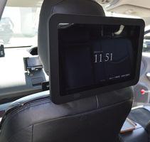 吉野川タクシーの車内に搭載したジャパンタクシー開発の広告タブレット=徳島市の吉野川タクシー本社