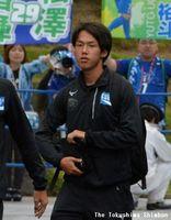 トップチームでの公式戦初先発となる徳島ヴォルティスのMF藤原志龍=鳴門ポカリスエットスタジアム