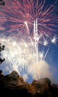 2007年7月3日、米サウスダコタ州のラシュモア山で打ち上げられた花火(Seth A.McConnell/Rapid City Journal提供・AP=共同)