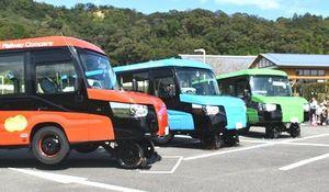 お披露目された3台のDMV=海陽町の阿波海南文化村