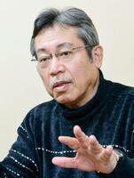 インタビューに答える作者の弘兼憲史さん