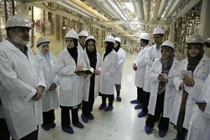 2019年5月、イランのメディアに公開された同国中部ナタンズのウラン濃縮施設(イラン原子力庁提供・共同)